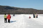 marcheur lac en hiver