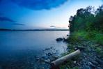 bord du lac bleuté