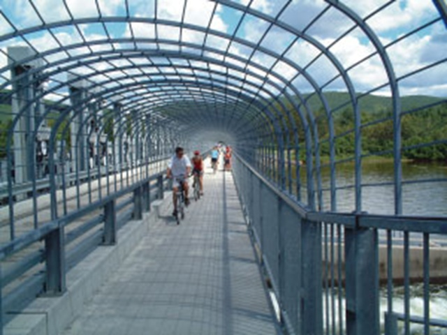 Dam - cycle path