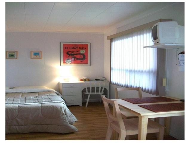 Motel sans fronti res h tellerie dormir et manger for Chambre sans fenetre loi quebec