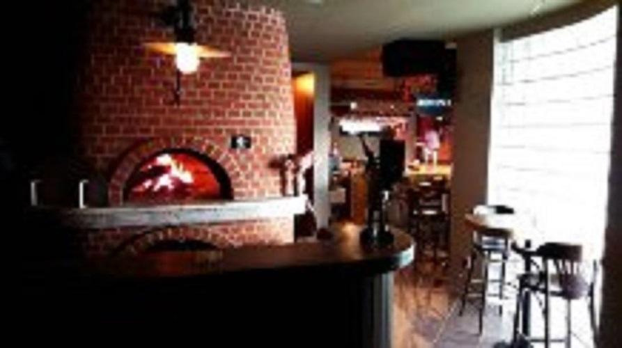 o 39 p 39 tit bar resto pizza au four bois events home vacances et forfaits au t miscouata. Black Bedroom Furniture Sets. Home Design Ideas