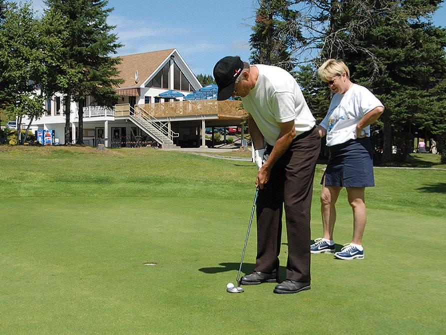 Club de golf de la vall e du t miscouata golfs plein for Golf du bic forfait